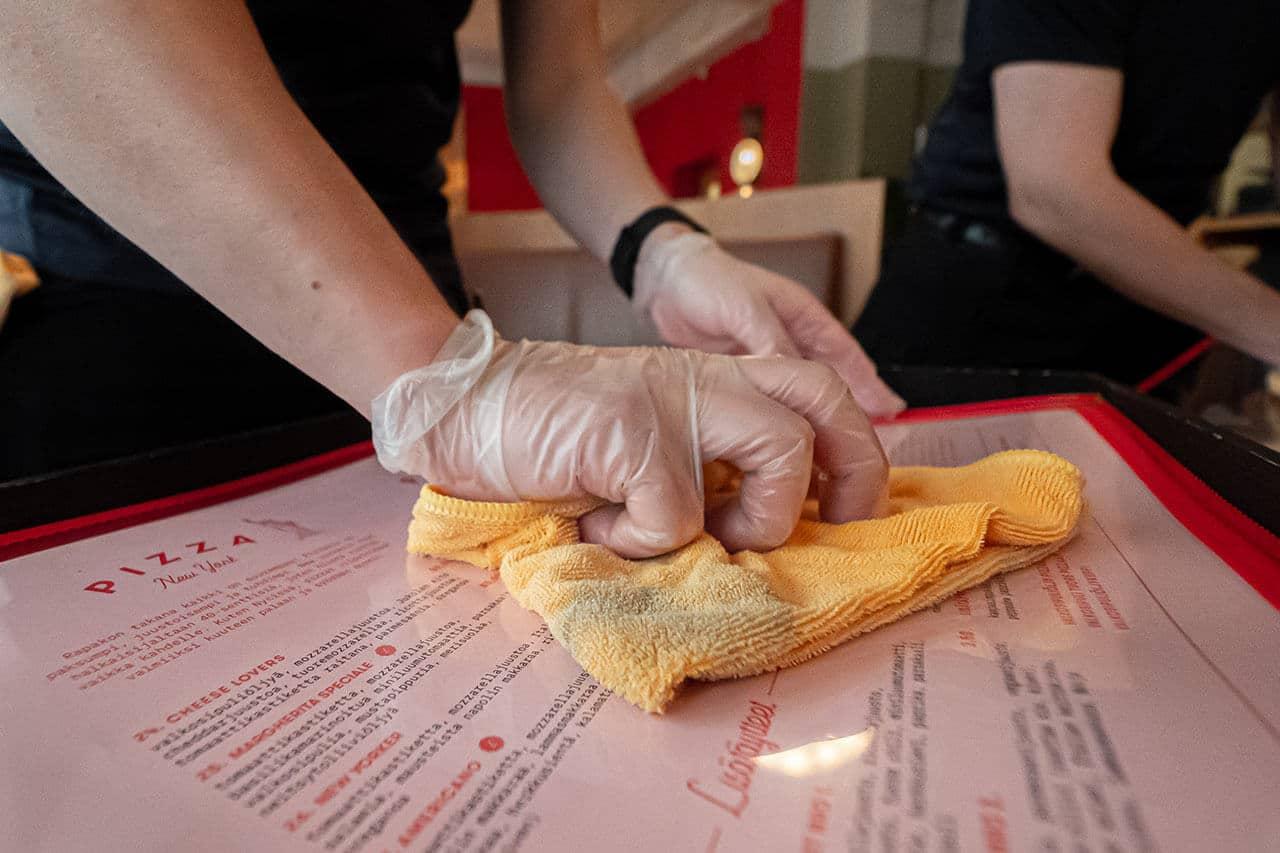 Pinta-Ässien suojapinnoitus tuo hygieniaa ravintoloihin
